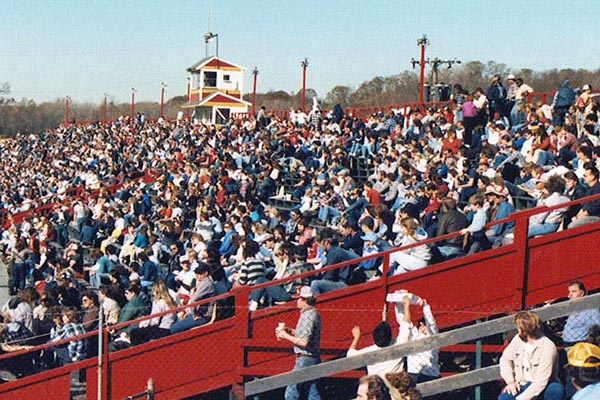 1985 Speedbowl crowd (Howie Hodge photo)